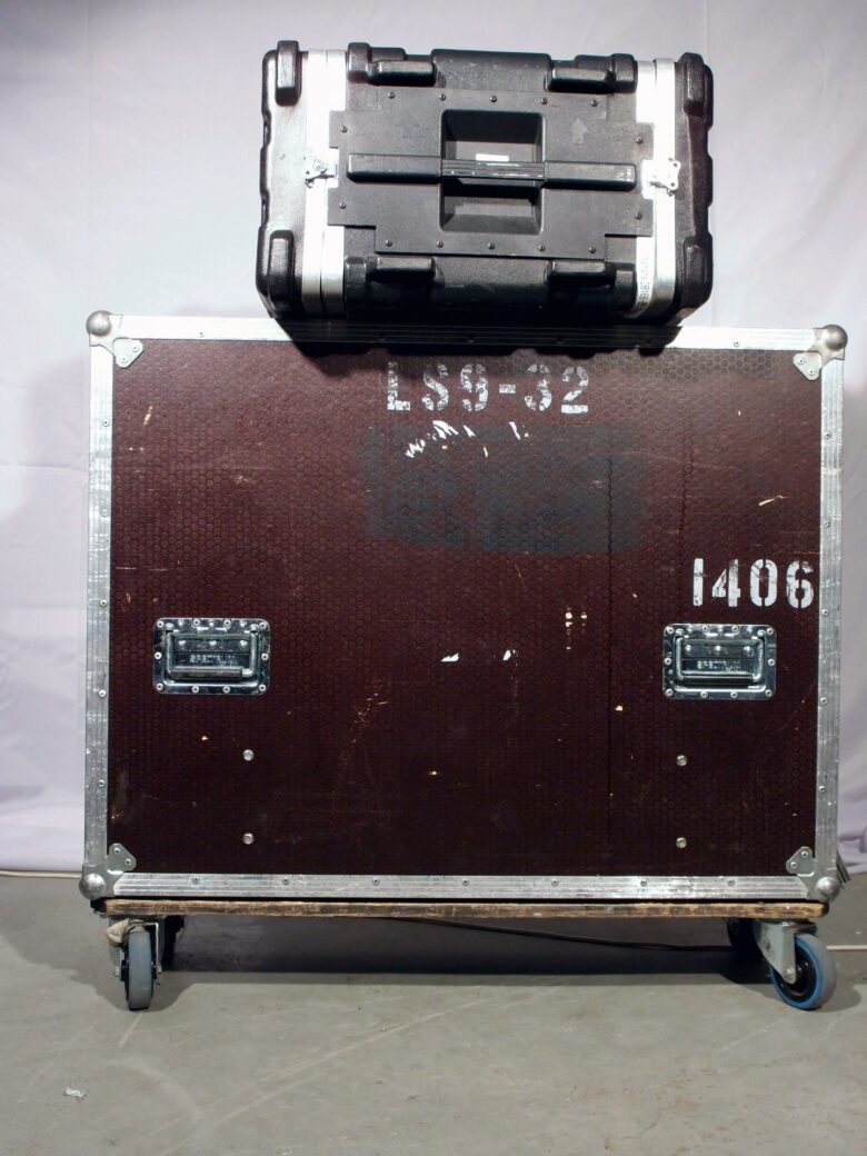 LS9-32 with flightcase and SB168