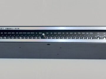 Klark Teknik DN330 30 band equalizer