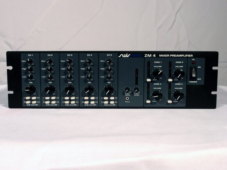Swissonic ZM4 mixer preamp front view