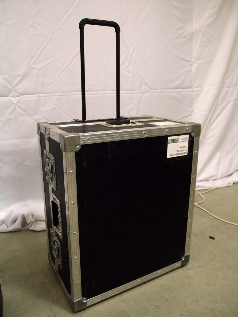 iLive R72 in flight case used