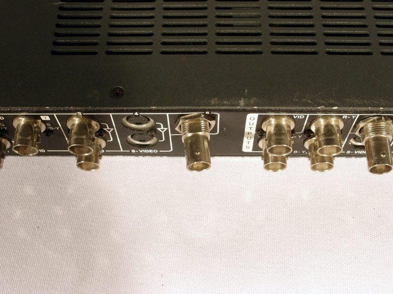 Extron USP 405 rear view
