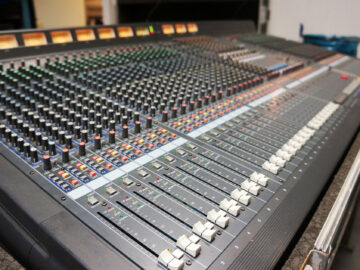 Yamaha M2500 mixing console for sale